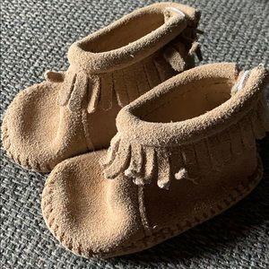 EUC baby Minnetonka moccasins size 2
